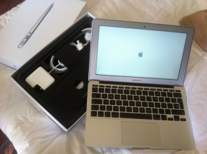 El contenido de la caja del MacBook Air: Todo muy ordenado...